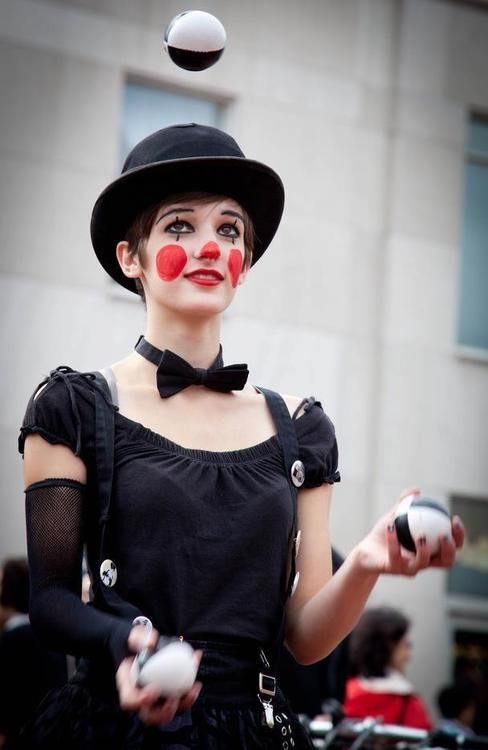feminine clown - love the bow tie and the effective yet simple face paint.