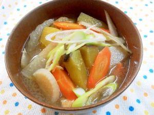 楽天が運営する楽天レシピ。ユーザーさんが投稿した「沢山お野菜がとれる!具だくさんの味噌汁♪」のレシピページです。冷蔵庫にあるお野菜をできるだけ沢山入れて具沢山にしました♪なかなか野菜を沢山食べるのは難しいけれど、味噌汁にすれば簡単に食べられ、野菜の甘みが美味しいです^^。沢山野菜がとれる 具沢山味噌汁。さつまいも,かぶ,人参,白菜,ごぼう,ネギ,油揚げ,和風だしの素,味噌,水