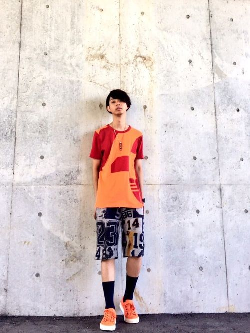 Tシャツ/Y-3 ショーツ/ACNE スニーカー/MARC JACOBS ネックレス/RUKA 時計