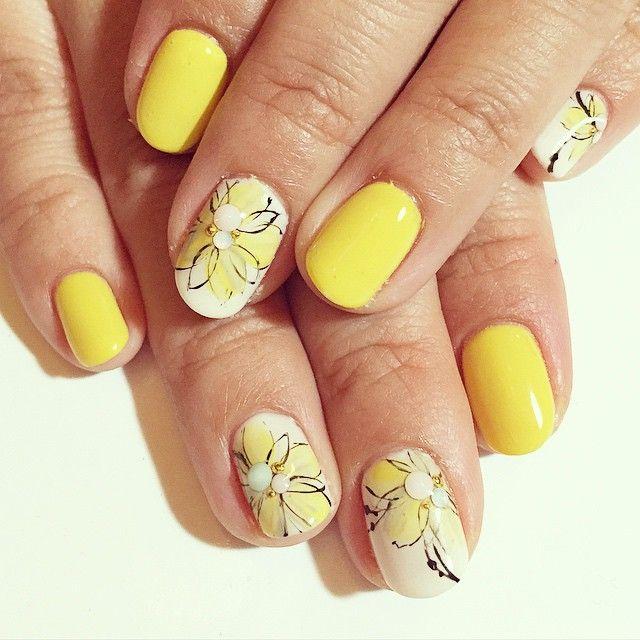 「yellow flower #nail#gelnail#gelart#nailart#acegel#ネイル#ネイルアート#ジェルネイル#ジェルアート#エースジェル#ネイルデザイン#flower#yellow #春ネイル#フラワー#イエロー#ワンカラー」
