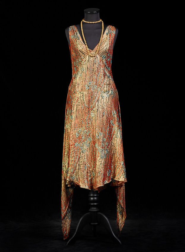 from the collections of Alexandre Vassiliev Foundation www.vassilievfoundation.com/exhibitions/art-deco-fashion-1920/