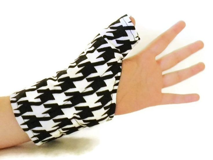 Moist heat wrap for thumbs, wrist, hands can help repetitive motion injury like carpal tunnel and tendonitis. Heat relaxes muscles in the thumb, hand and wrist to ease pain and improve mobility. With texting, gaming and keyboarding, our thumbs are...