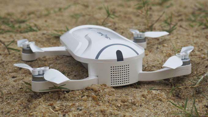 WinNetNews.com - Drone mini dengan harga yang terjangkau biasanya mempunyai spesifikasi dan fitur yang minim. Tapi Zerotech Dobby memang berbeda lho! Drone yang bisa masuk dalam saku ini justru mempunyai fitur-fitur lengkap yang sangat cocok bagi pecinta selfie dan fotografi aksi di alam bebas. Waw!Drone