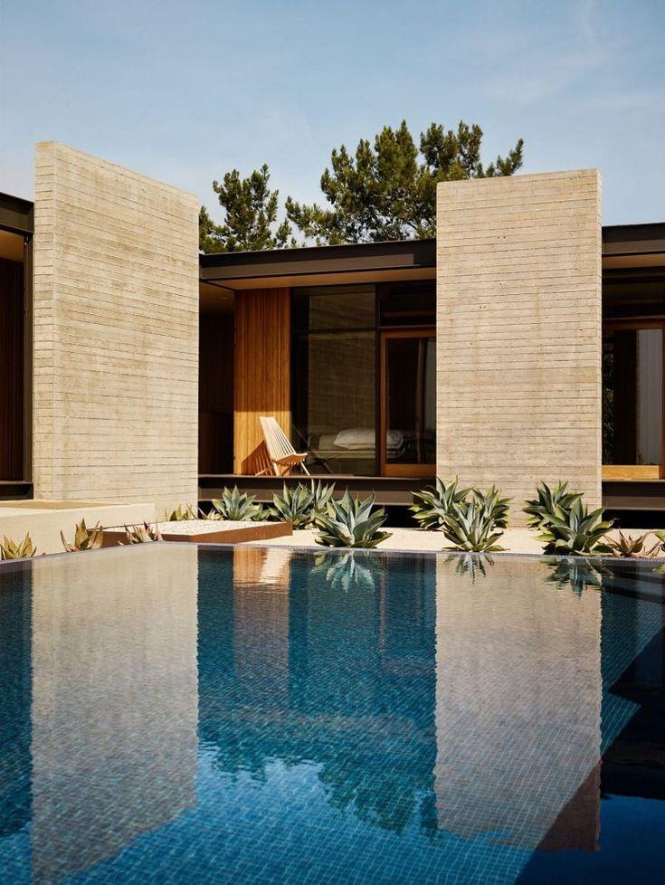 HOLY TRINITY | Architecture