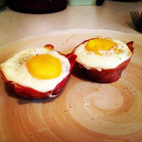 Fancy Prosciutto Baked Egg Cups #whole30 #paleo