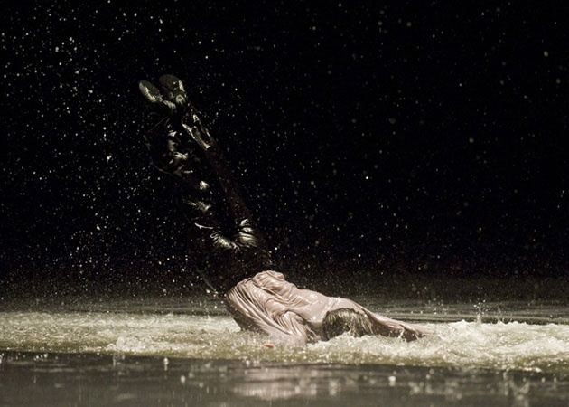 Vollmond, by Pina Bausch - Tanztheater Wuppertal  Foto: Fernando Marcos