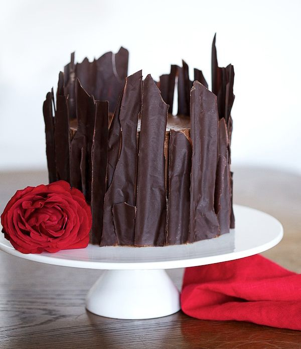 How to ice a cake with chocolate shards?  Seems like it isn't too difficult and looks amazing