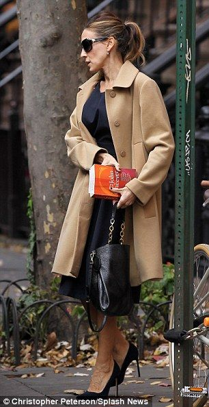 Sarah Jessica Parker + Coat. I just bought myself a camel coat. Like this one. Love it! Can't wait til it's winter :-)