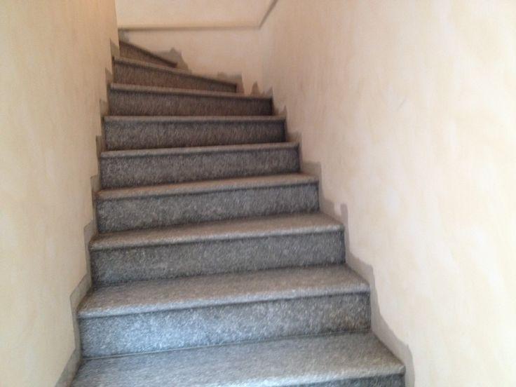 Escalier r alis en pierre de luserne finition flamm e for Escalier pierre naturelle