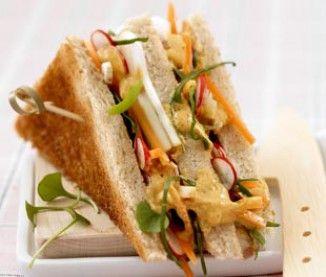 Club-sandwich végétarien au cury