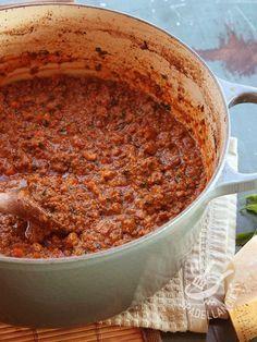 Meat ragu bolognese - Il Ragu di carne alla bolognese è un sugo molto saporito, amatissimo in tutto il mondo insieme al suo partner per eccellenza, gli spaghetti!
