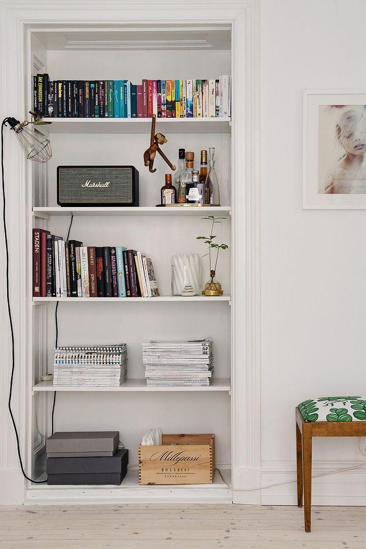 En igensatt dörr är idag en snygg bokhylla