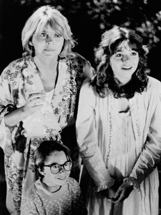 Still of Melinda Dillon and Margaret Langrick in Harry and the Hendersons (1987)