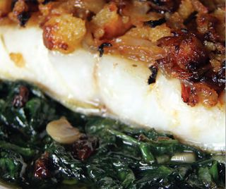 Imagen: www.recetasdepescadoymarisco.com Necesitamos 4 trozos de bacalao congelado y desalado 400 gr de espinacas frescas o 700 gr de...