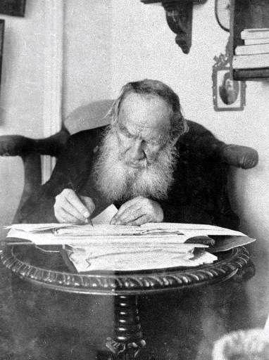 Leo Tolstoy (1828 – 1910) is working in his Yasnaya Polyana estate. 1909. #Leo_Tolstoy