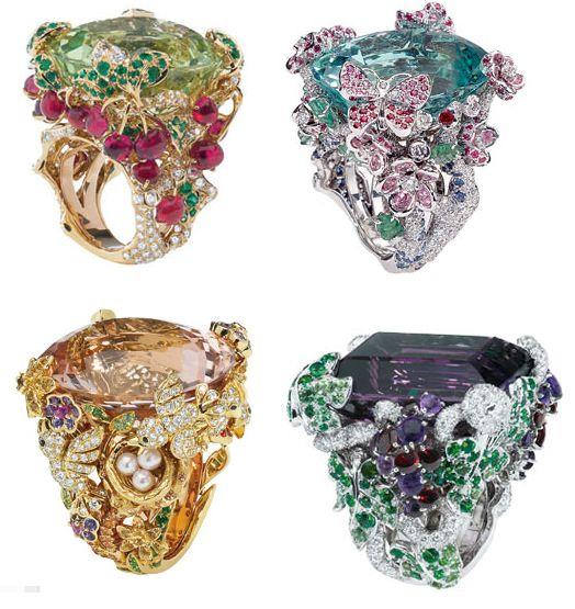 Olá meninas,  Hoje fui dar uma olhadinha do site da Dior para ver as novidades, e me deparei com estas maravilhas, de jóias e bijouterias fi...