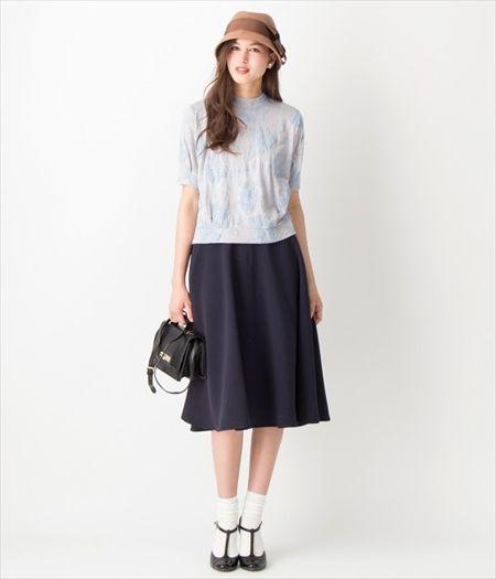 フラワープリントプルオーバー+ギャザースカートでシルエットもおしゃれなフェミカジ系タイプのコーデ♡参考にしたいスタイル・ファッション
