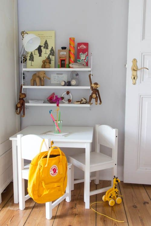 ber ideen zu kindertisch und st hle auf pinterest eckregal st hle und kronleuchter antik. Black Bedroom Furniture Sets. Home Design Ideas
