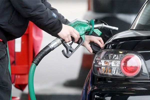 Diesel, petrol prices dip http://wishesh.com/top-stories/39787-diesel-petrol-prices-dip.html  Diesel price is likely to be cut by about Rs 1 per litre, the first reduction in rates in over five years, while petrol price may be slashed by Rs 1.75.
