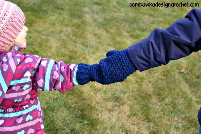 Knitting Pattern For Hand Holding Mittens : 80 best images about Baby - Crochet - Shoes/Booties/Mitts on Pinterest