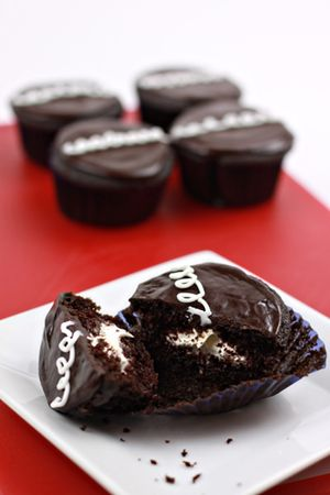 Homemade Hostess Cupcakes: Copycat Recipe