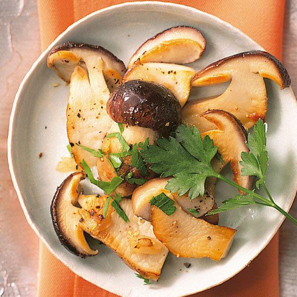 Frische Steinpilze sind eine feine Delikatesse im Herbst. Kurz in Butter gebraten schmecken sie am besten.
