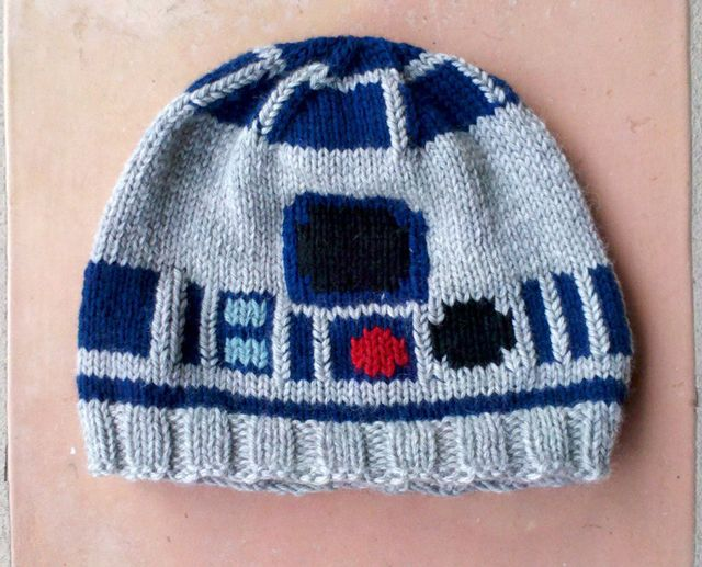 R2-D2 beanie!  Oh my gosh! I am such a dork for loving this so much but I have to have it!!!