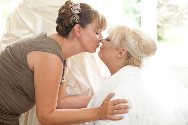 Awwwww! It's these precious moments during bridal preparations that I love capturing. The bond between a Mother and her daughter is unbreakable. . . . . . . #sundayfunday #sundaylove #motheranddaughter #motherslove #bride #weddingday #bridalprep #weddingprep #weddingphoto  #weddingphotography #devonweddingphotographer #devonweddingphotography #documentaryweddingphotography #documentaryweddingphotographer #naturalstylephotography #naturallight #fineartphotography #fineart #stunningbride…