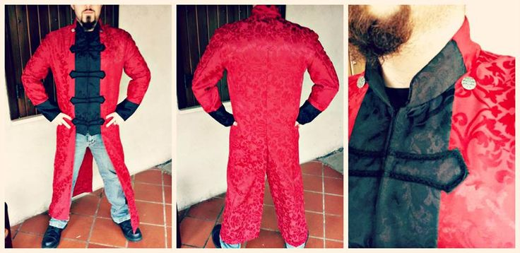 Giacca Tremere, realizzata su ordinazione.  Materiali: damascato nero e rosso, bottoni in metallo, gancetti frontali nascosti per chiusura.