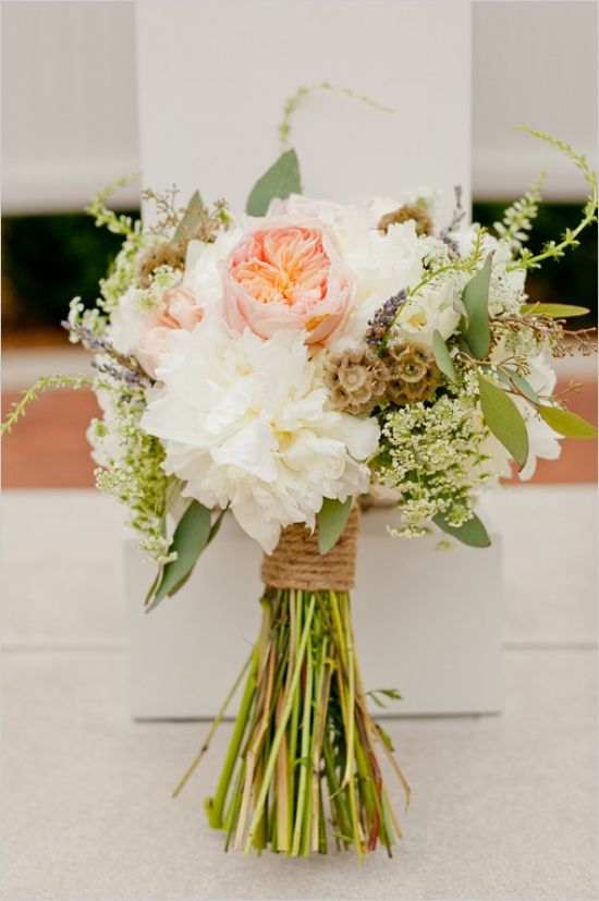 We're loving this rustic wedding bouquet!