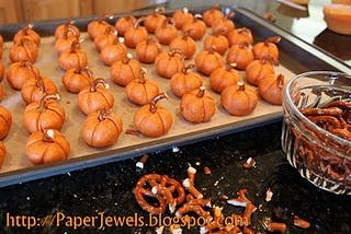 Peanut Butter PumpkinsButter Pumpkin, Paper Jewels, Easy Halloween Treats, Pumpkin Recipe, Crafty Gem, Fall Halloween, Fall Treats, Halloween Ideas, Peanut Butter Ball