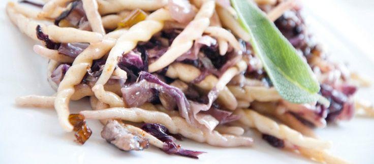 Trofie, porri, salsiccia e radicchio ricetta