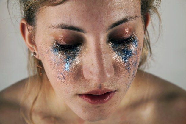 A Woman Has Shown The Damaging Expectations Of Female Beauty By Using Glitter - She goes to my alma mater. Shout out to Point Park and their photography/photojournalism program which has produced some amazing people who I am proud to call my friends.