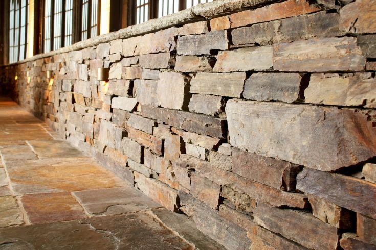 Eco Outdoor Badger drystone walling Outdoor Design | Natural stone walling | Natural stone paving | Garden design | Outdoor paving | Outdoor design inspiration | Outdoor style | Outdoor ideas | Luxury homes | Paving ideas | Garden ideas | Retaining wall | Stone veneer | Stone walling | drystone walling