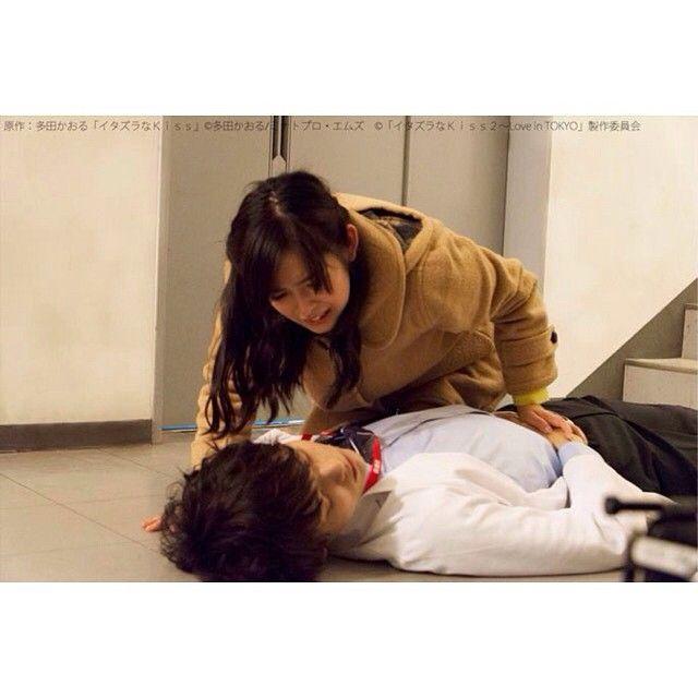 When Naoki got injured.  #naoki #kotoko #irie #aihara #irienaoki #iriekotoko #aiharakotoko #YukiFurukawa #miki #yuki #furukawa #honoka #honoki #wife #husband #itakiss #itazurana #itazura #na #kiss #itazuranakiss #love #in #tokyo #okinawa #season #2