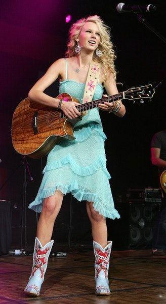 20 Mal sah Taylor Swift nicht wie sie selbst aus