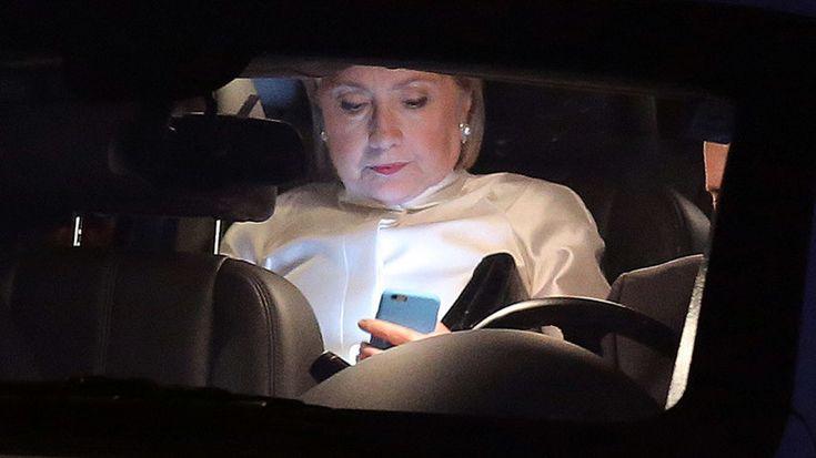 . Si Julian Assange, le fondateur de WikiLeaks, est un personnage controversé, les emailscollecté à l'intérieur du Parti démocrate mettent à malHillary Clinton et son parti. A ceux-ci viennent s'ajouter le scandale des emails sur un serveur privé sur lequel enquête le FBI. Assangevient d'annoncer qu'Hillary Clinton et son Département d'État armaient activement les djihadistes islamiques, ce qui inclut l'État islamique (ISIS) en Syrie. Clinton a nié à plusieurs reprises ces…