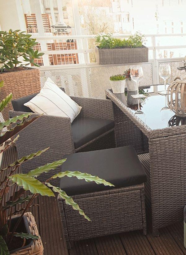 Wir zeigen dir zwei möglichkeiten wie du deinen balkon dekorieren kannst