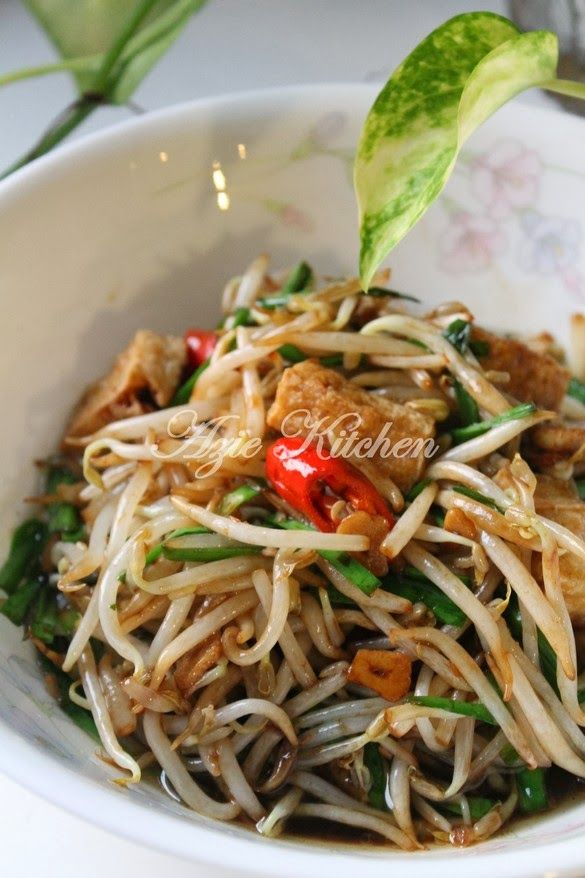 Azie Kitchen: Taugeh Goreng Dengan Tauhu Dan Kucai