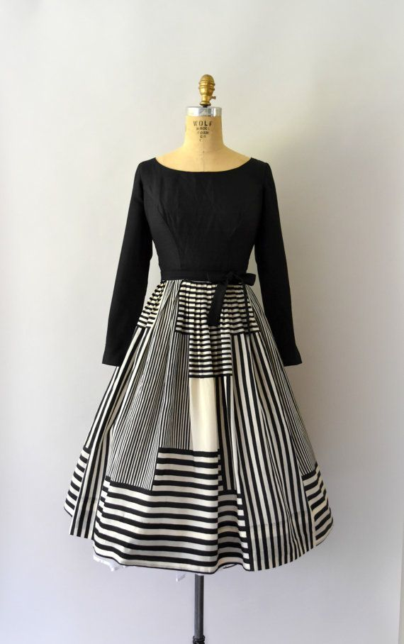 1950s Vintage Dress 50s Black and White Graphic by Sweetbeefinds