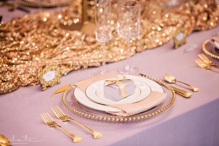 Love the clouding on the Gold Sequin runner