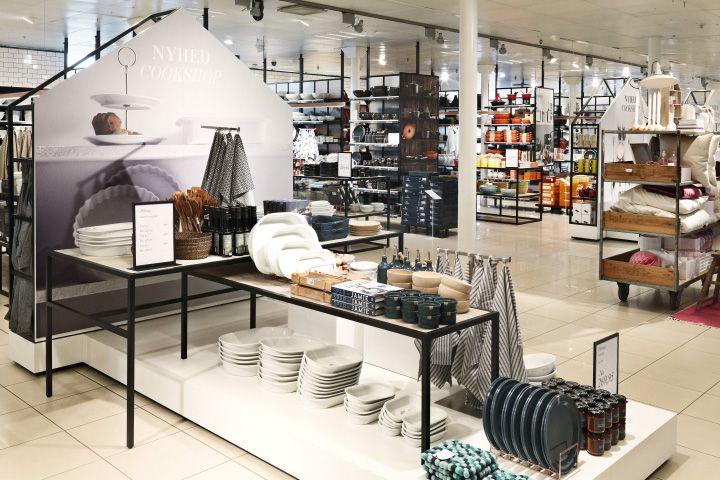 """Marisa: En esta tienda se exponen artículos de la misma temática """"cocina"""", que no se salen de los tres colores: blanco, marrón y gris azulado."""