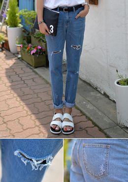 Today's Hot Pick :[Romi]サルエルデニムロールアップパンツ http://fashionstylep.com/SFSELFAA0014399/romi00ajp/out トレンド感バッチリのデニムパンツ。 夏色の明るいデニムがクールな印象を与えます。 ヴィンテージムードのウォッシュ加工をダメージ加工でよりオシャレ度高く、 適度な厚みの生地なので、季節の変わり目や初夏まで着こなせます。 ロールアップで個性派アイテムなので、自己流な着こなしがおすすめ★ ◆1色:ライトブルー
