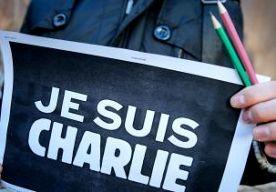 """29-Jan-2015 10:46 - FRANSE 8-JARIGE VERHOORD OM STEUN TERRORISTEN CHARLIE HEBDO. In het Franse Nice is een 8-jarige jongen verhoord door de politie. Hij zou een dag na de aanslag op Charlie Hebdo in zijn klas hebben gezegd dat hij zich verbonden voelde met de terroristen die twaalf mensen hebben vermoord. Ahmed werd tijdens een groepsdiscussie gevraagd of hij zich ook 'Charlie' voelde. Daarop antwoordde hij volgens de onderdirecteur van de basisschool: """"Ik sta aan de zijde van de..."""