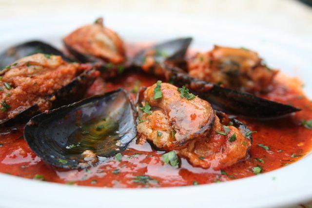 Le cozze ripiene sono un piatto tipico di molte città di mare, specialmente pugliesi. Queste sono un po' diverse perché la ricetta arriva dalla Sardegna, ma è un...