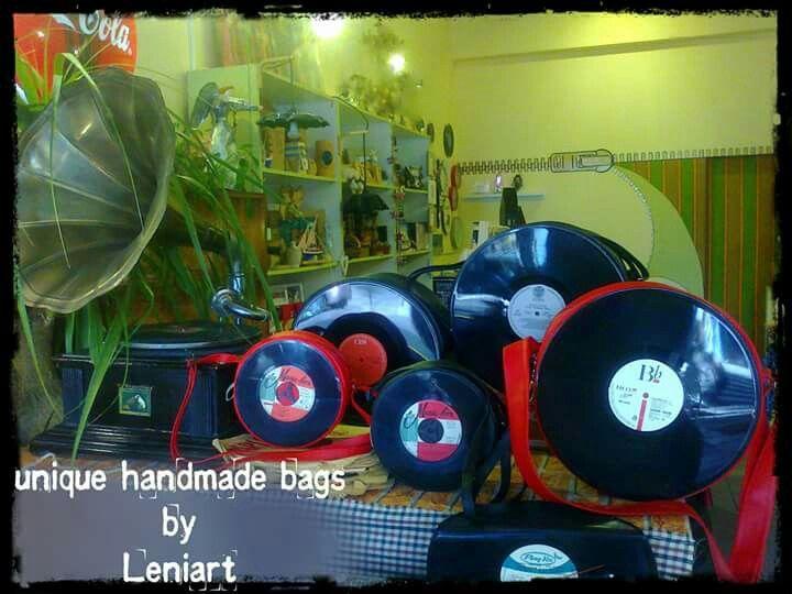 Για να θυμούνται οι παλιοί και να μαθαίνουν οι νέοι... Είσαι vintage τύπος? Σ έχουμε! 100% χειροποίητες τσάντες ραμμένες στο χέρι, με αυθεντικούς δίσκους ελληνικούς και ξένους! 35αρια και 45αρια! Leniart είσαι! #leniart #thessaloniki #handmade #bags #love_vinyl #unique #perfect_gift #love #enjoy #life #happy #music #vintage