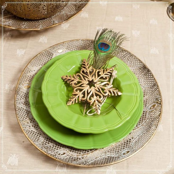 Pine Tree Plates with Peacock feathers! Let Christmas shine