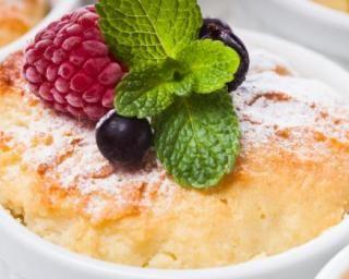 Soufflé au yaourt 0% et fruits rouges Croq'Kilos : http://www.fourchette-et-bikini.fr/recettes/recettes-minceur/souffle-au-yaourt-0-et-fruits-rouges-croqkilos.html