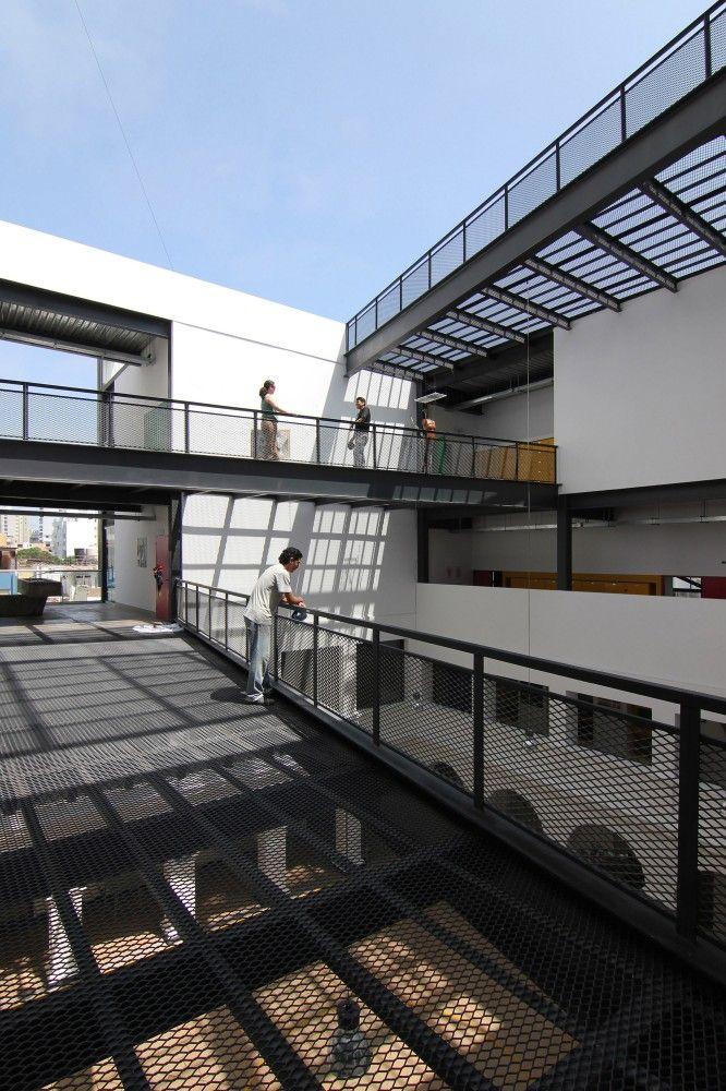Escuela de Artes Visuales  / Barclay & Crousse #terrassen