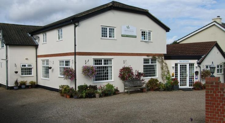Grove House Hotel Woodbridge Grove House Hotel is a small, friendly and family-run, situated on the outskirts of the beautiful market town of Woodbridge, Suffolk.  Grove House has en suite bedrooms, a bar and restaurant, and plenty of free parking.
